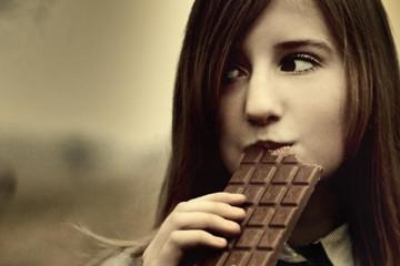 ШОКОЛАДНАЯ ДИЕТА. Вопрос, который не дает покоя любительницам сладкого: как лакомиться шоколадом и при этом не поправляться? Ответ знают диетологи, придумавшие шоколадную диету. Она избавит от страданий во время диеты и, по заверениям специалистов, сделает Вас намного стройнее.