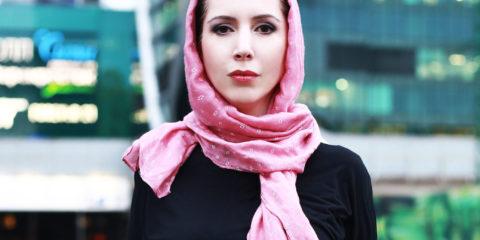 Амина Оз готовится к съемкам фильма о спасении от сирийских вербовщиков Продюсер Амина Оз начала работу над короткометражным фильмом «История одной вербовки», где покажет и расскажет о том, как вербовщики через интернет переманивают на свою сторону подростков и молодёжь. В фильм войдут реальные эпизоды, которые происходили на наших глазах совсем недавно
